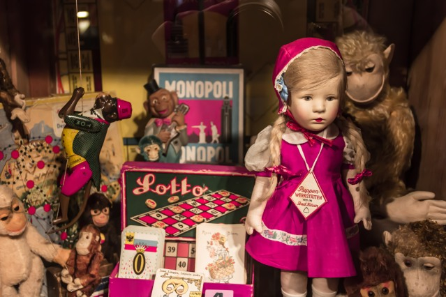 The Suomenlinna Toy Museum is based on the collections of artist Piippa Tandefelt (born in 1939).